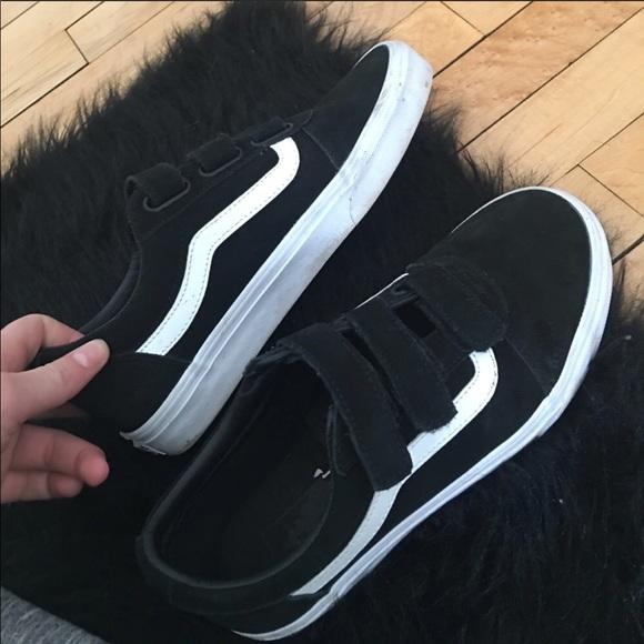 Vans Men's Old Skool V Pro Sneakers (BlackWhite) Classic
